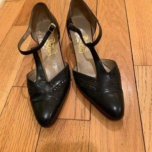 Ferragamo vintage navy blue low heels